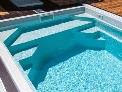 Keramický nebo vinylový bazén?