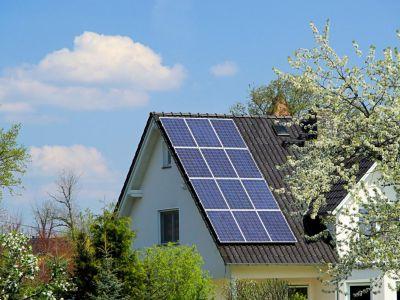 Slunce dokáže v domě zajistit teplo i elektřinu