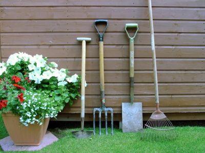Logo Kam uklízet zahradní nářadí ajak oně pečovat