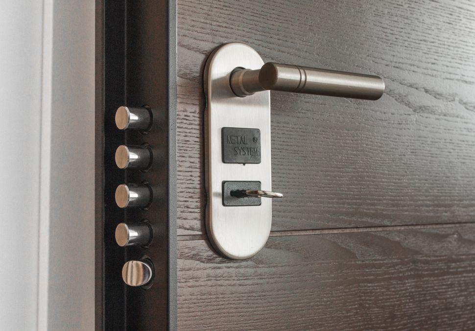 Logo Bezpečnostní systémy ochrání váš domov irodinu