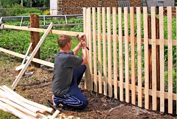 Jak ošetřovat dřevěný plot