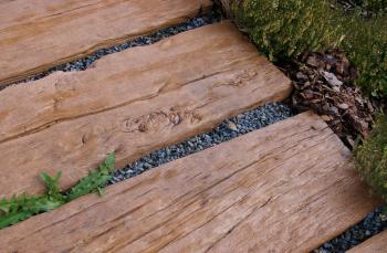 Betonová prkna ve vzhledu dubu
