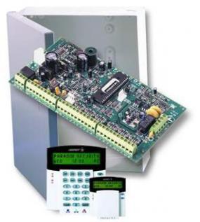 Foto DSTechnik- ústředna s boxem a LCD klávesnicí