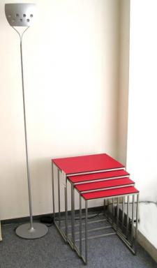 Stohovací stolek.