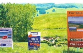 Běžné upoutávky na prodej pozemku.