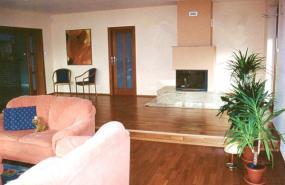 Foto JUPEKO. Dřevěná plovoucí podlaha - třešeň.