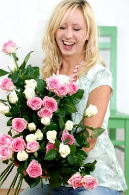 RŮŽE. Foto Holandská květinářská kancelář.