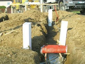 Foto: Vondrášek, začištěná základová spára, připravená na vylití betonem