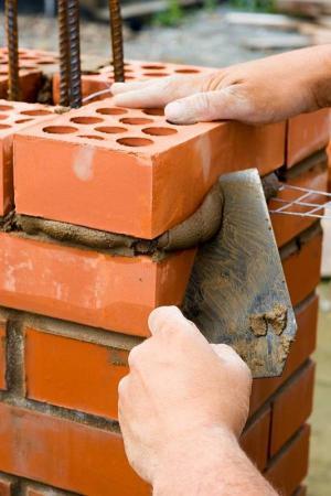 Zdění (www.shutterstock.com)
