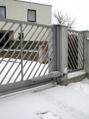 Foto: MDI - DRÁŽDIL, brána posuvná nesená