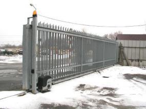 Foto: MDI - DRÁŽDIL, brána posuvná po kolejnici