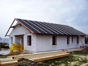 Foto: ČESKÉSTAVBY.cz, obedněná střecha s kontra laťěmi a fólií