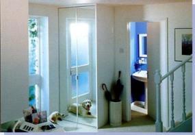 Foto: JANŮ TÁBOR, skříň se skládacími dveřmi