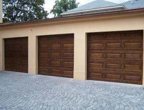 Foto: GARDON INT, dřevěná vrata kazetová