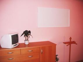 Foto: www.elek-bartos.cz, infrazářič na stěně