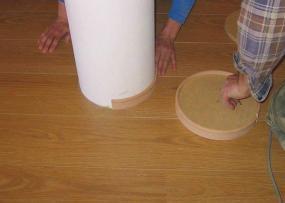 Podlahové lišty lze ohnout i do oblouku kolem sloupu. © Bego s.r.o.