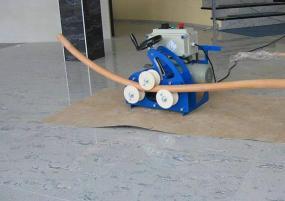 Ať už do kulata nebo do šroubovice, ohýbací dřevo lze ohnout rychle přímo na místě. © Bego s.r.o.