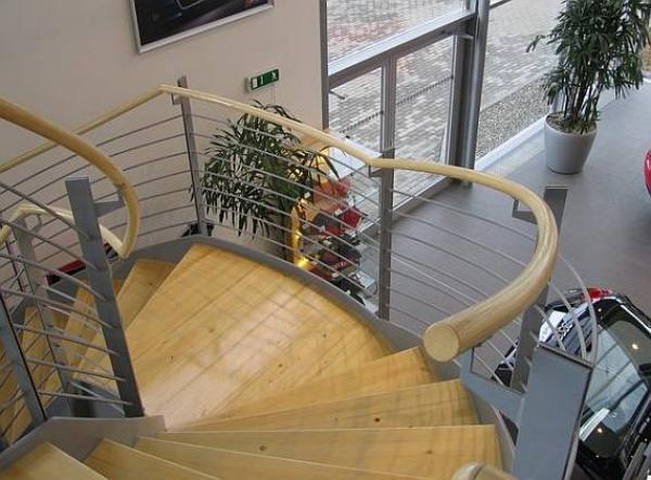 Při použití ohýbacího dřeva odpadá nutnost složitého vyměřování a výroby šablon. © Bego s.r.o.