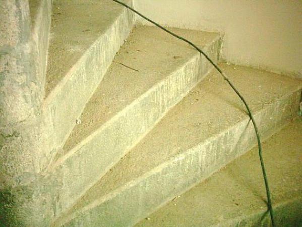 Foto: RENOVACE KAMENE POKORNÝ, schodiště před renovací