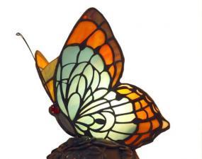 Foto: www.shutterstock.com, tiffany lampička - motýl