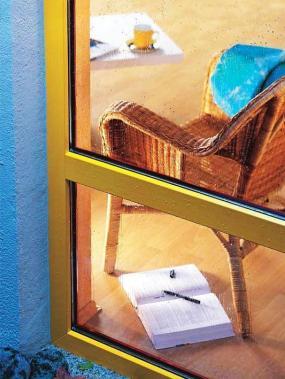 Foto: www.othermzizkov.cz, subtilní barevný hliníkový rám