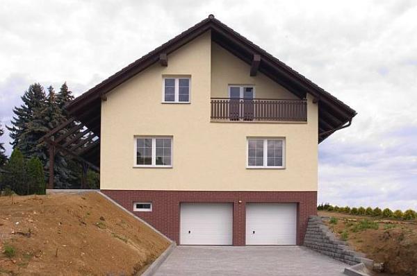 Foto: Hoss, lícové zdivo na soklu domu