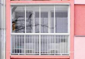 Foto: www.uzavreno.cz, zasklená lodžie s balkonovými dveřmi&nbspa&nbspokny