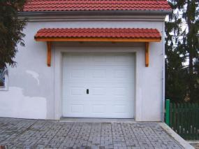 Foto: www.gardon.cz, sekční vrata kazetová