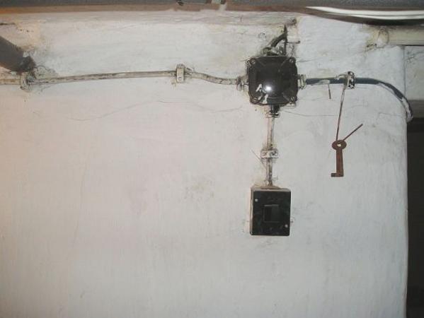 Foto: ČESKÉSTAVBYcz, zastaralé elektroinstalace
