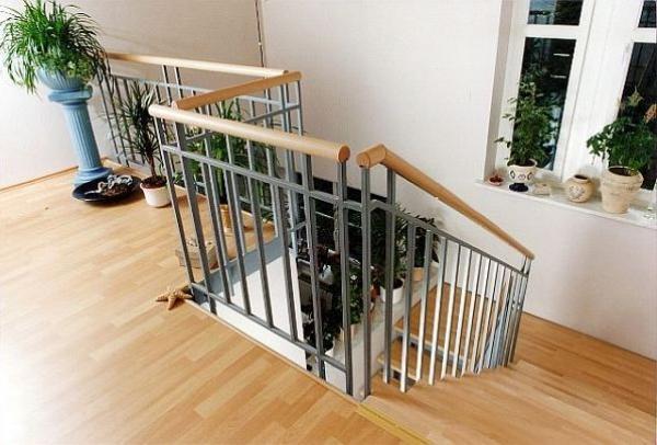 Foto: www.stadler.cz, komerční ocelové schodiště