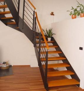 Foto: www.stadler.cz, ocelové bočnicové schodiště