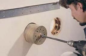 Foto: www.ivarcs.cz, montáž klimatizační jednotky