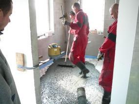 Foto: Českomoravský beton, betonáž podlahy v RD