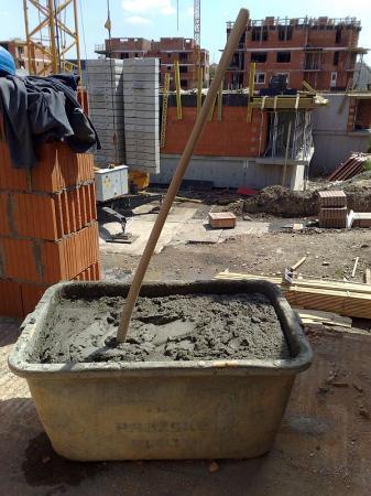 Foto: Českomoravský beton, MALMIX® distribuce na stavbě, určeno k aplikaci pro zdění