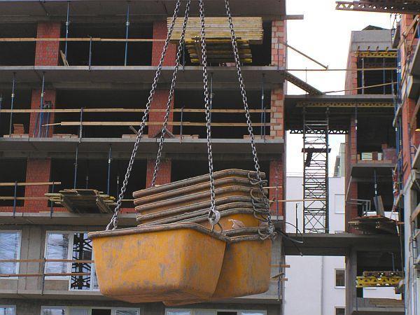 Foto: Českomoravský beton, MALMIX® přeprava vaniček jeřábem na staveništi