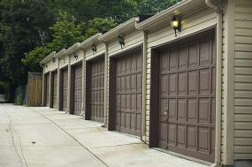Ilustrační foto (www.shutterstock.com), beton na příjezdové cestě