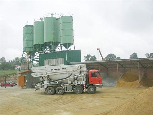 Foto: STAVEBNÍ PRODEJ J + K, výroba betonu a přeprava domíchávačem