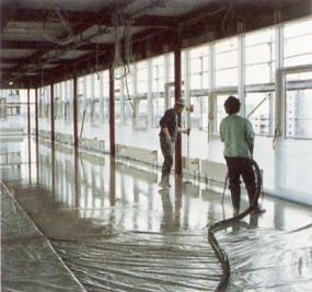 Foto: TOPNEM, lití anhydritu na izolacích