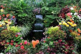 Okrasná zahrada osázená s použitím textilie (zdroj: www.shutterstock.com)
