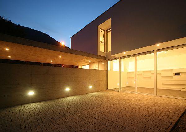 Ilustrační foto (www.shutterstock.com), svítící dům