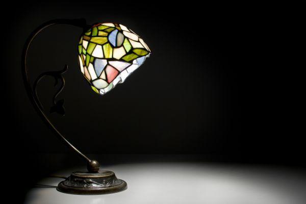 Ilustrační foto (www.shutterstock.com), stolní lampička s tiffany