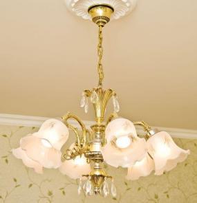 Ilustrační foto (www.shutterstock.com), centrální osvětlení místnosti