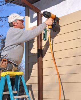 Ilustrační foto (www.shutterstock.com), běžný stojací žebřík (štafle)