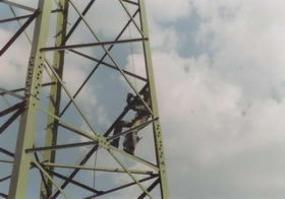 Foto: Bretong, některé práce ve výškách provádějí zásadně&nbspjen&nbspodborníci
