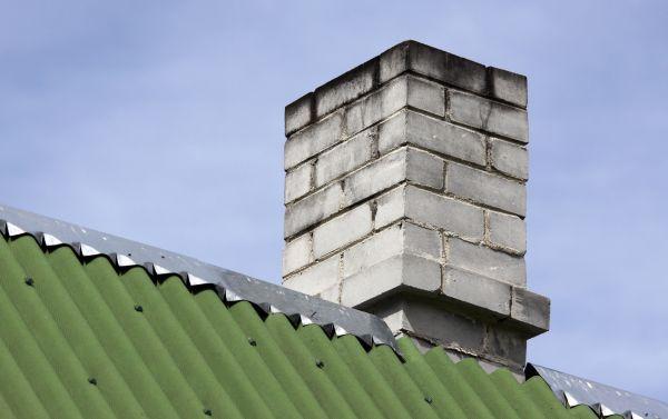 Ilustrační foto (www.shutterstock.com), už na první pohled je patrné, že tento komín špatně táhne