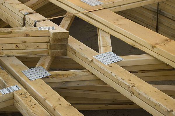 Ilustrační foto (www.shutterstock.com), konstrukce krovu a plošné spojovací prvky