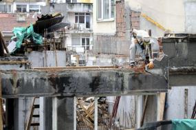 Ilustrační foto (www.shutterstock.com), často nezbývá nic jiného, než začít demolicí