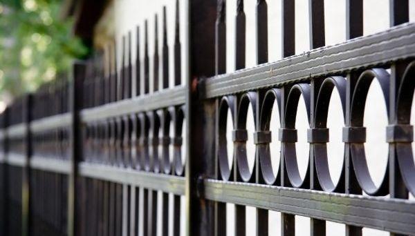 Kovaný plot, ilustrační foto (www.shutterstock.com)