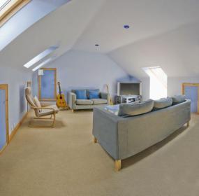 Ilustrační foto (www.shutterstock.com), bydlení pod izolovanou střechou