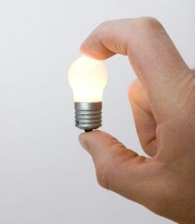 Ilustrační foto (www.shutterstock.com), malá klasická žárovka